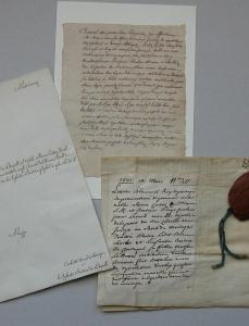 Laboratorio di restauro: documento prima del condizionamento.