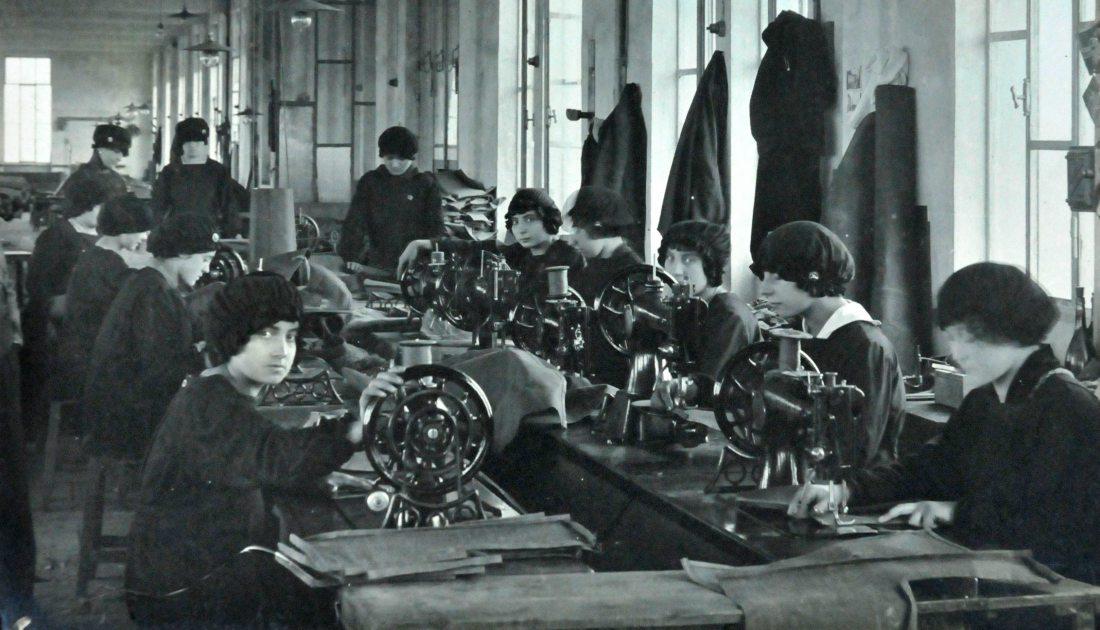 Reparto selleria, 1915-1916 (ASTo, Sezioni Riunite, Società Nazionale delle Officine di Savigliano, Foto)